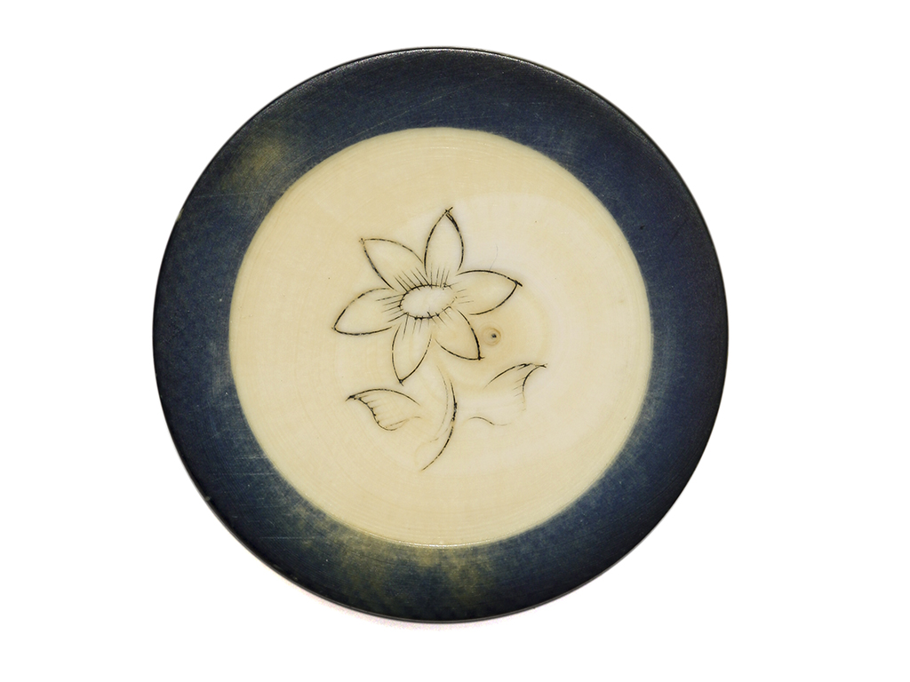 Single flower ivory poker chip